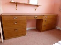 Bedroom unit with drawers