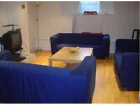 6 bedrooms in Brudenell Grove, Hyde Park, Leeds LS6 1HP