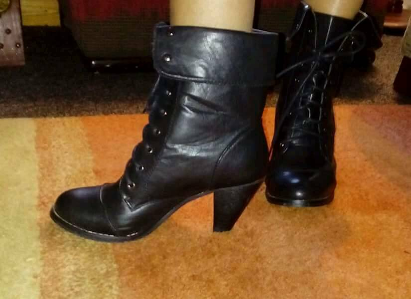 Ankle boots size 6.