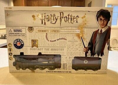Harry Potter Hogwarts Express Battery Operated 28 Piece Train SetLionel 7-11981