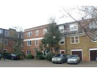 Rotherhithe SE16 Large double rooms- one ensuite in 4 bed townhouse in gated development