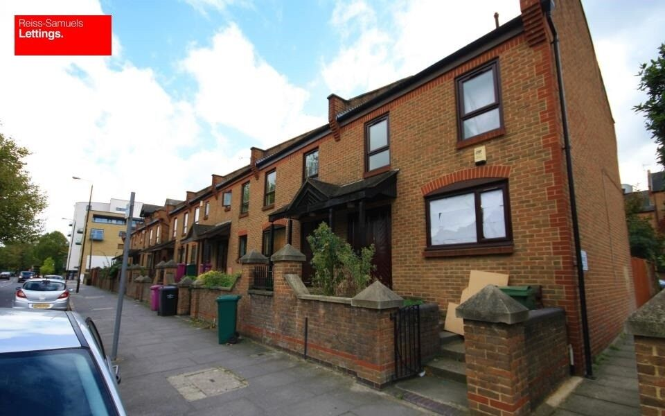CALLING ALL SHARERS BRAND NEW 4 BED 2 BATH OPPOSITE ISLAND GARDENS DLR STATION E14 FURNISHED