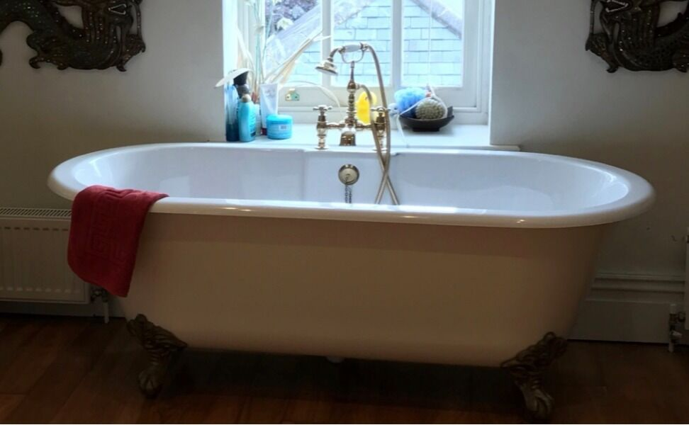 freestanding Bath, sink, toilet, corner shower enclosure and tray ...