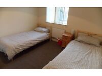 Single Bed Room in shared house Clean Safe Furnished Wifi Zone 2 & 3 24 hour transport buses trains