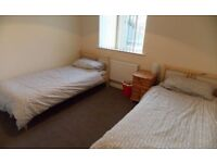 Single Bed Share Room Studio Bedsit Clean Safe Furnished Wifi Zone 2/3 Buses 24 hour short or long