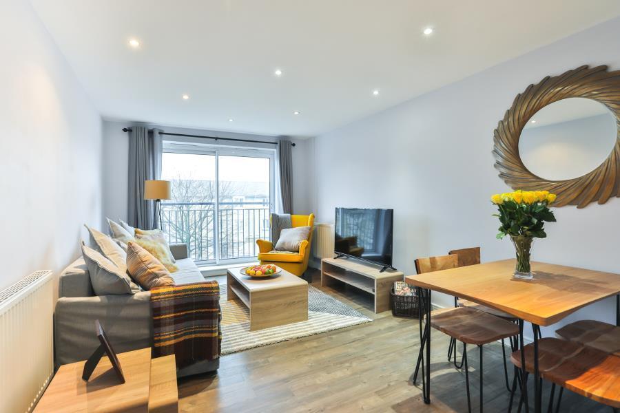 1 bedroom flat in SHORT LET, Newport Avenue, London, E14