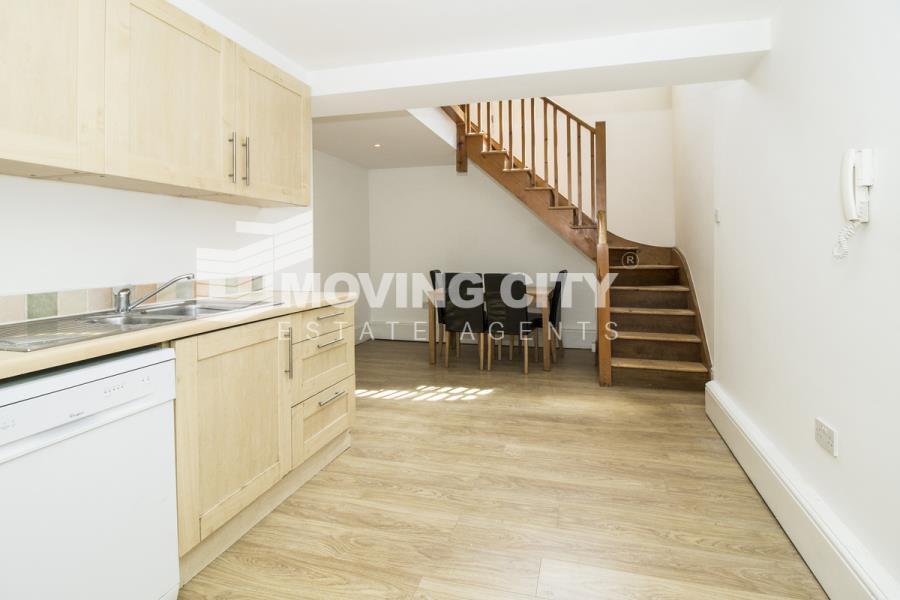 2 bedroom flat in Hackney Road, E2