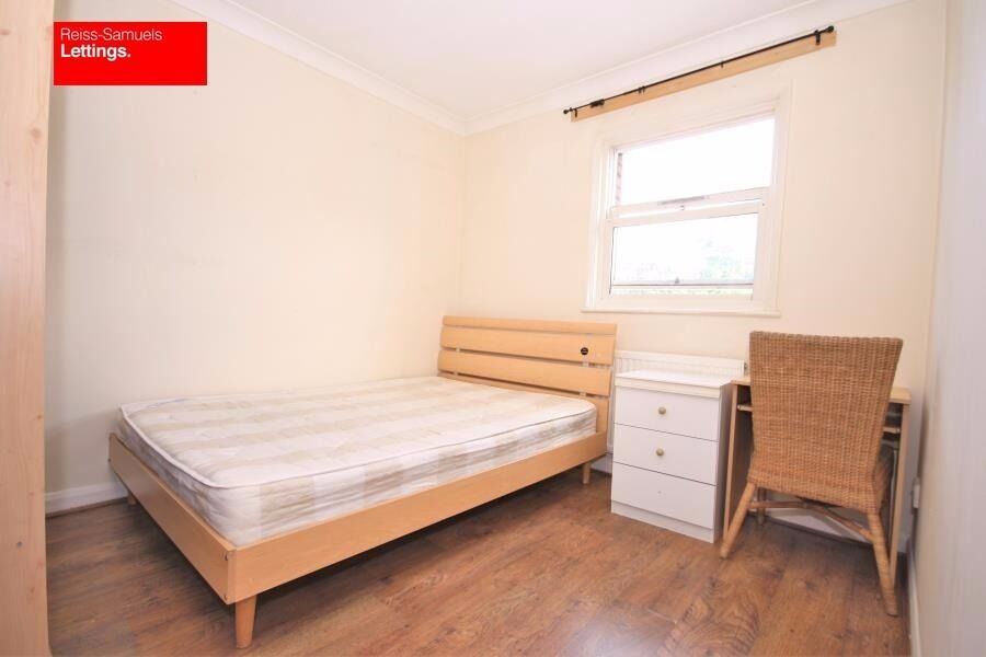 STUDENTS 4 BEDROOM HOUSE TO RENT IN ISLE OF DOGS NEXT TO MUDCHUTE DLR STATION E14 LOCKESFIELD PLACE
