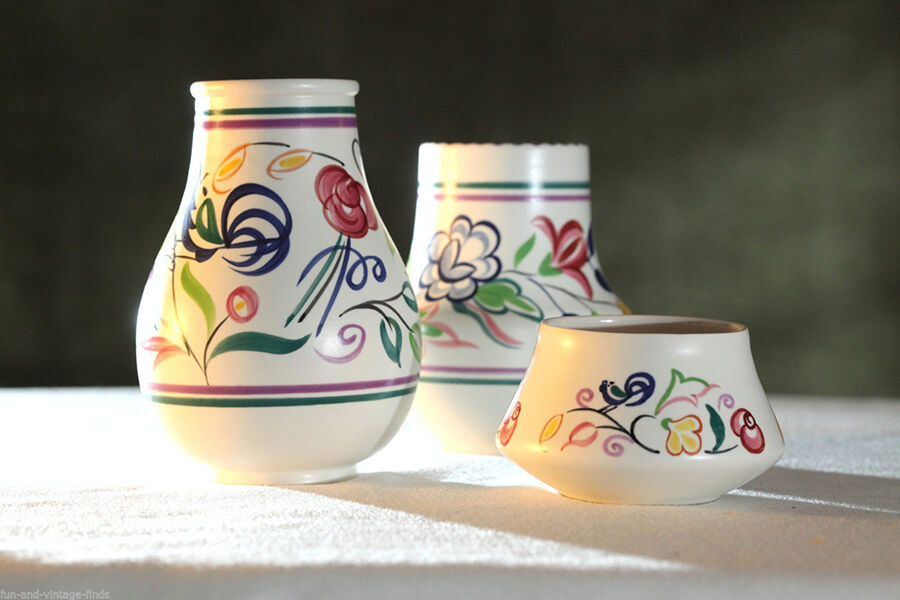 Your Guide to Choosing Poole Pottery Vases for a Home