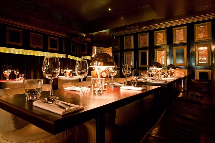 WAITER / WAITRESS REQUIRED FOR BUSY CENTRAL LONDON RESTAURANT,COMPETITIVE SALARY + EXTRAS