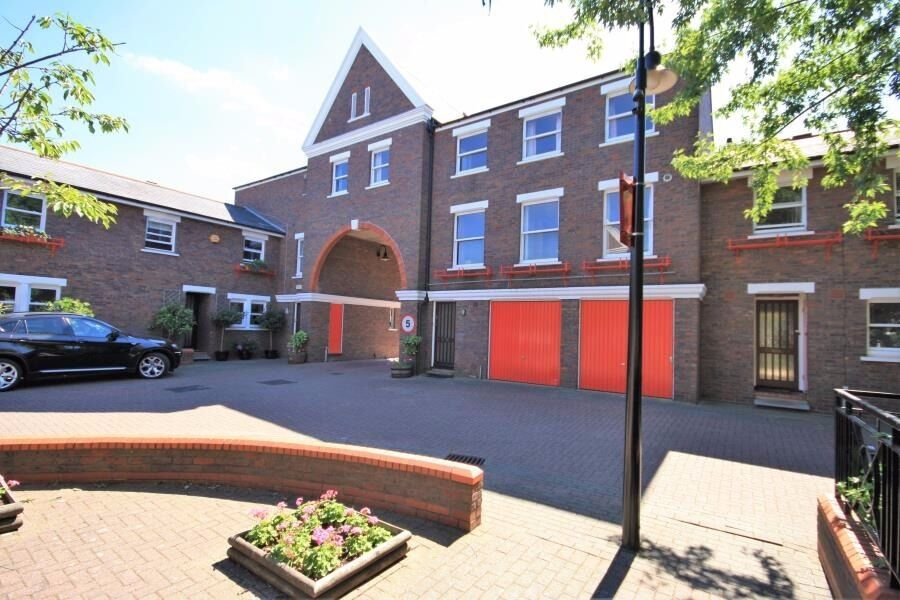 GREENWICH STUDENTS - 5 BED 3 BATH TOWNHOUSE-GATED DEVELOPMENT OFFERED FURNISHED- LOCKESFIELD E14