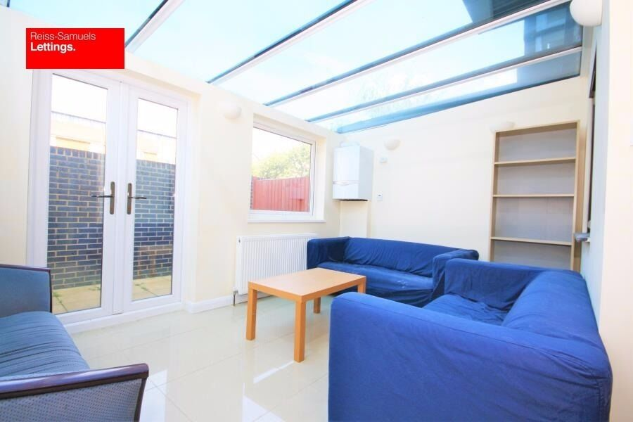 STUDENTS- LARGE 5 BED 3 BATH WITH CONSERVATORY IN IRONMONGERS PLACE 14 WITH PARKING CANARY WHARF