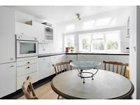 2 bedroom flat in Ritherdon Road, London, SW17