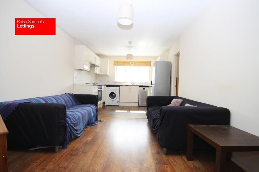 GREENWICH STUDENTS - 3 DOUBLE BED 2 BATH APARTMENT WALKING DISTANCE TO GREENWICH UNI. FURNISHED E14