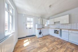 A newly redecorated and spacious two bedroom flat in Putney, Upper Richmond Road, £323pw, RENT NOW