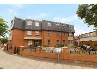 2 bedroom flat in Heather Gardens,Brent Cross, London NW11