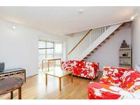 Queen of Denmark Court - A lovely three double bedroom top floor apartment to rent