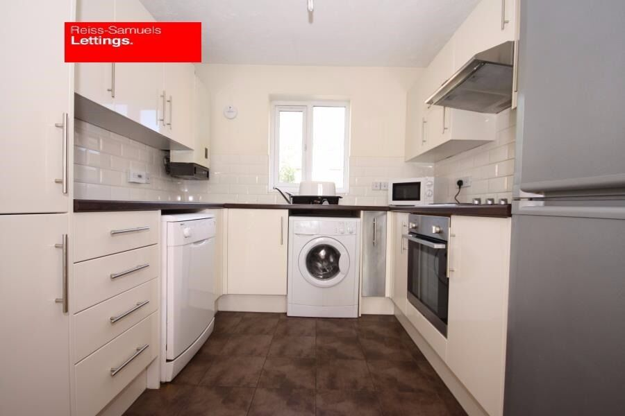 CLICK HERE 4 BED 3 BATH IN CAHIR STREET CANARY WHARF E14 AVAILABLE SEPTEMBER OFFERED FURNISHED
