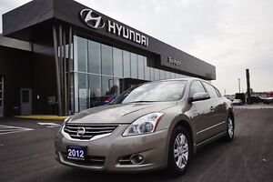 2012 Nissan Altima 2.5 SL- leather, moonroof and back up camera