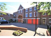 STUDENTS - AVILABLE FROM 28TH AUGUST 5 BEDROOM 3 BATHROOM LOCKESFIELD PLACE