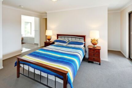 Master Bedroom LUXURY SHARE HOUSE CLOSE TO DEAKIN