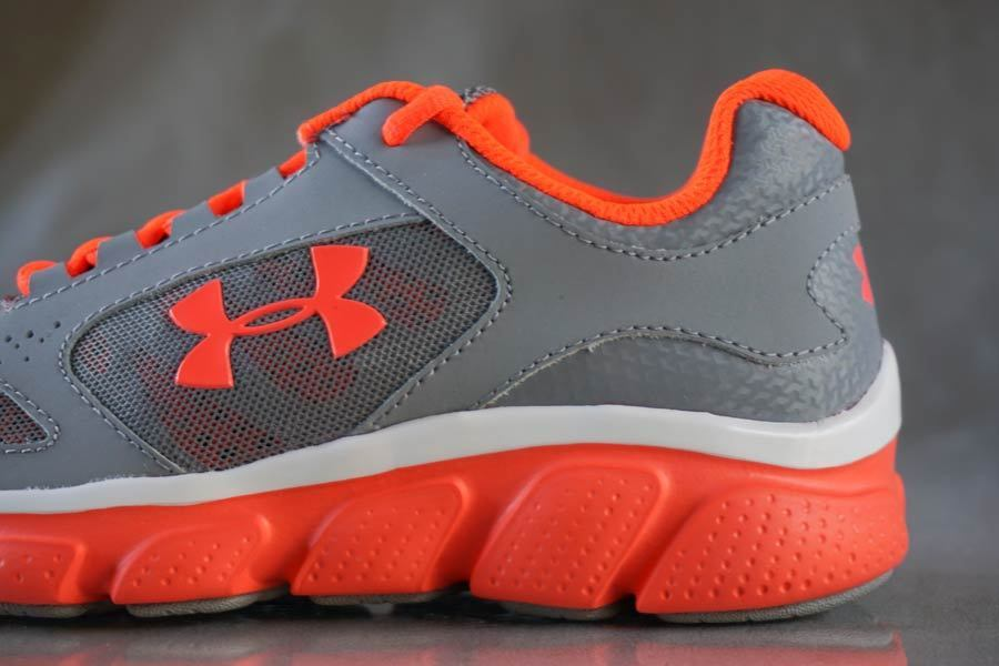 UNDER ARMOUR GPS ASSERT V sneakers for girls, NEW & AUTHENTIC, size (Youth) 2