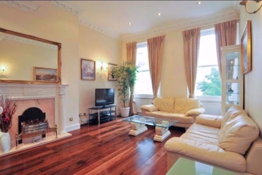 AVAILABLE NOW. HYDE PARK. SHORT LET. STUNNING 3 BEDROOM FLAT. INTERNET. CLOSE TO LANCASTER GATE TUBE