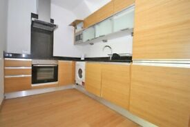 STUDENTS - AVAILABLE FROM 5TH SEPTEMBER 2020- LARGE 3 BEDROOM DUPLEX APARTMENT WITH GARDEN IN E14