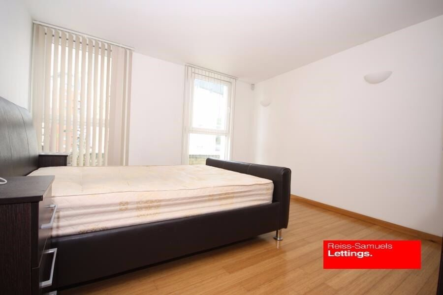 AVAILABLE SEPTEMBER CLICK HERE - 3 BED 2 BATH TOP FLOOR APARTMENT IN CANARY WHARF E14 FURNISHED