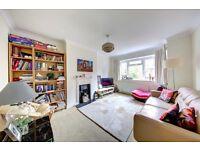 A lovely ground floor maisonette located on Merton Hall Road, Wimbledon.