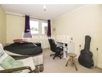 3 bedroom flat in Blandford Court, N1
