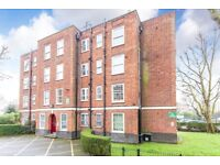3 bedroom flat in Torriano Avenue, Kentish Town, NW5
