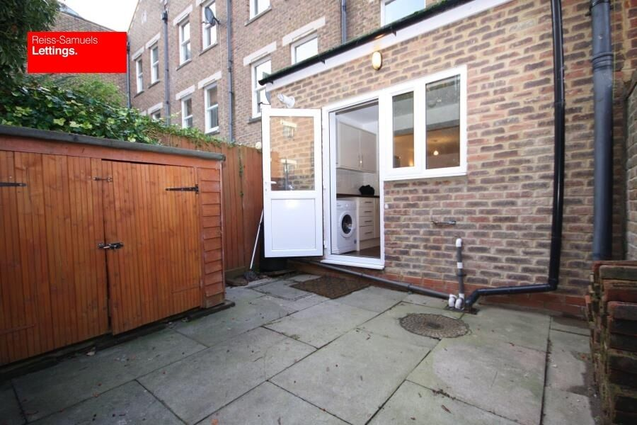 LOVELY 5 DOUBLE BEDROOM 3 BATHROOM TOWNHOUSE IN ISLE OF DOGS NEXT TO ISLAND GARDENS DLR STATION E14