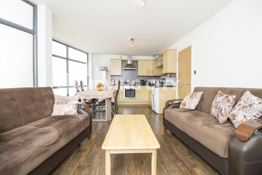 2 bedroom flat in Nagpal House, Aldgate East, E1