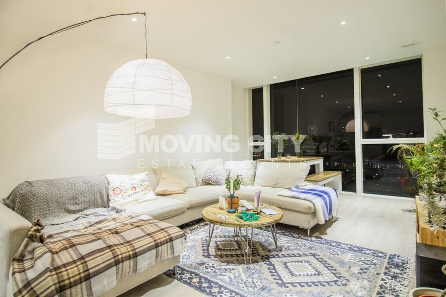 3 bedroom flat in Skyline Tower, Woodberry Down,
