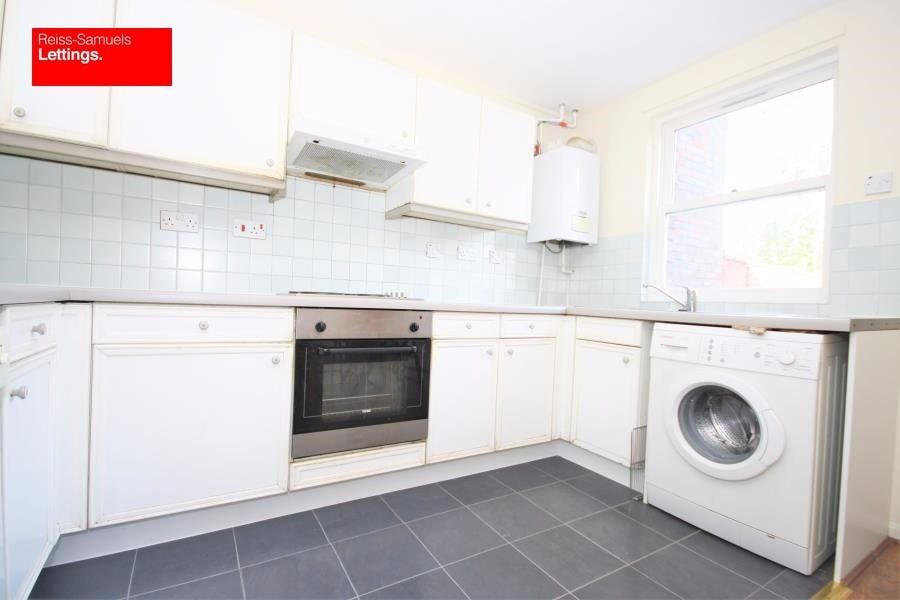 CLICK HERE AVAILABLE NOW 5 BED 5 BATH FURNISHED IN LOCKESFIELD CANARY WHARF GATED DEVELOPMENT E14