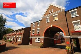 STUDENTS CLICK HERE 5 BED 3 BATHROOM TOWNHOUSE OFFERED FURNISHED E14 LOCKESFIELD PLACE