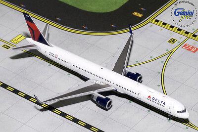 Gemini Jets 1:400 Scale Delta Air Lines Boeing 757-300 N581NW GJDAL1739 ()