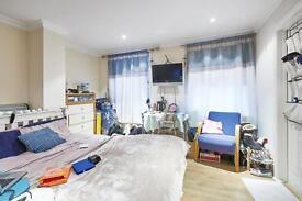 Studio flat in Alie Street, City of London, E1
