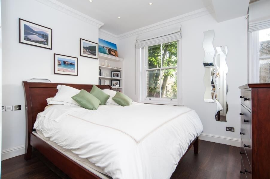 Spacious Three Double Bedroom Flat Located In The Heart Of Belsize Park.