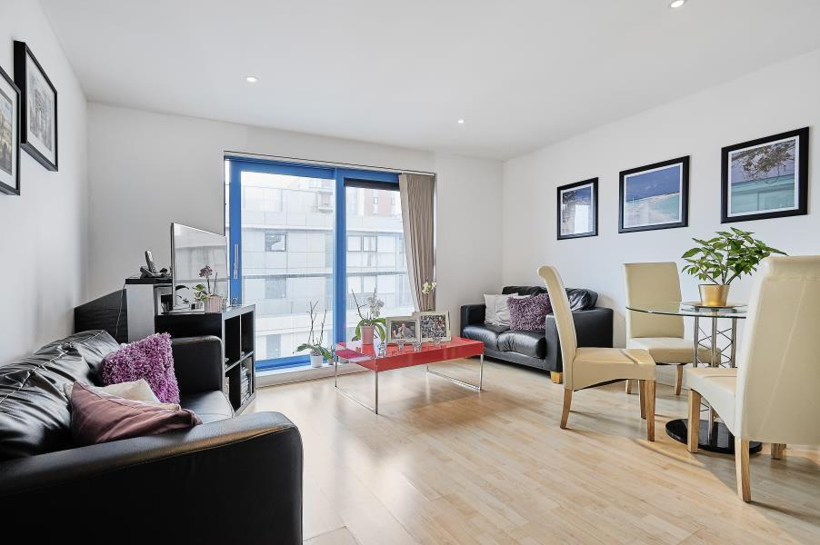 1 bedroom flat in Westgate Apartments, Royal Docks, E16
