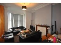 6 bedrooms in Brudenell Road, Hyde Park, Leeds LS6 1JD