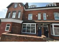 4 bedrooms in Cardigan Lane, Burley, Leeds