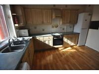2 bedroom flat in Brudenell Grove, Hyde Park, Leeds LS6 1HR