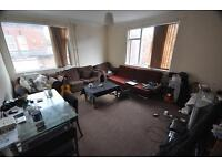 4 bedrooms in Brudenell Road, Hyde Park, Leeds, LS6 1EG