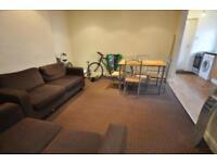 3 bedrooms in Brudenell Road, Hyde Park, Leeds LS6 1LS