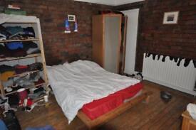 1 bedroom flat in Claremont Grove, University, Leeds, LS3 1AX