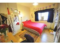 3 bedrooms in Cardigan Lane, Hyde Park, Leeds LS6 1ED