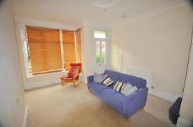 2 bedrooms in Elsham Terrace, Burley, Leeds, LS4 2RB