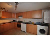 5 bedrooms in Meadow View, Hyde Park, Leeds LS6 1JQ